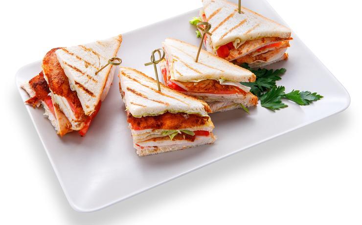 Мини сэндвич с куриным филе и грибами
