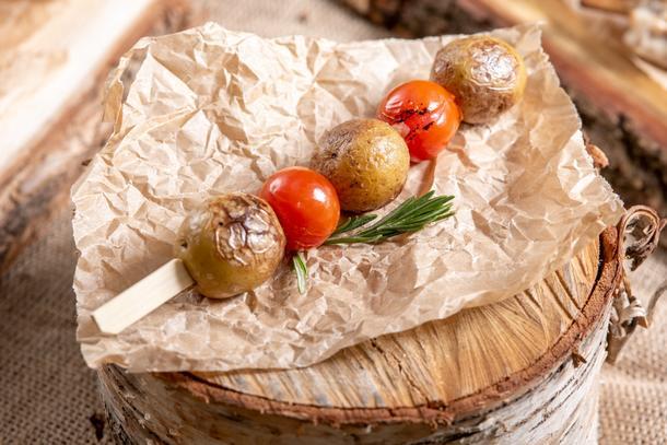 Мини картофель запеченный с розмарином