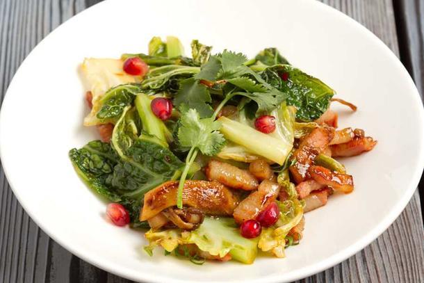 Салат со свининой и савойской капустой