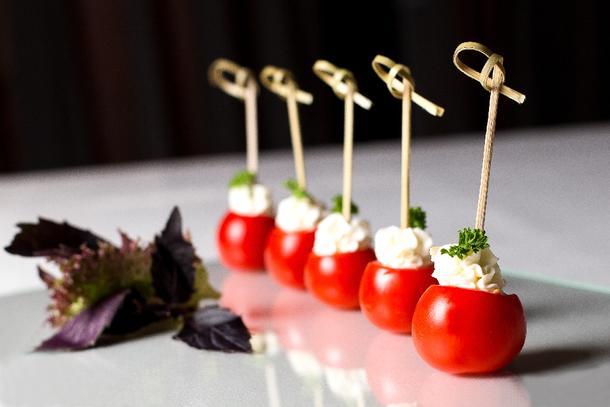 Черри помидор фаршированный сливочным кремом