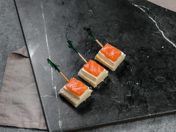 Канапе из семги и сыра