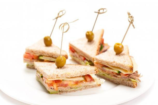 Мини-сендвич с ветчиной и сыром