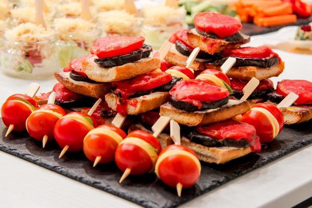 Запеченный баклажан с помидором под сыром