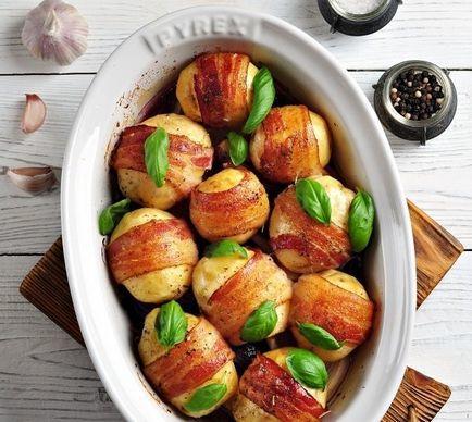 Канапе из черри картофеля в беконе