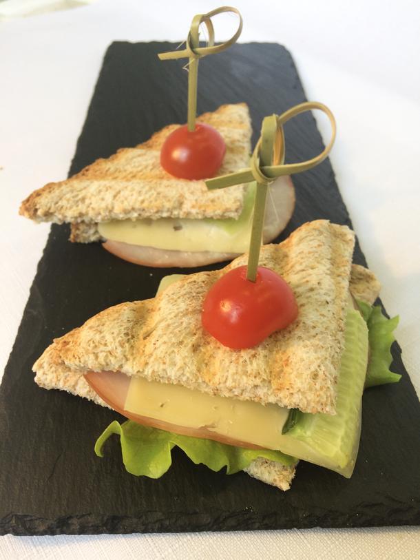 Сэндвич с индейкой и зеленым миксом