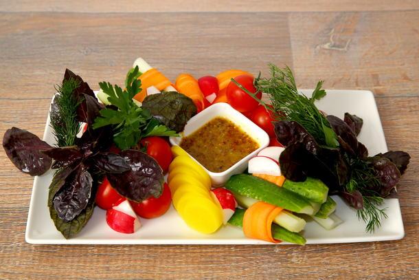 Букет из свежих овощей с зеленью
