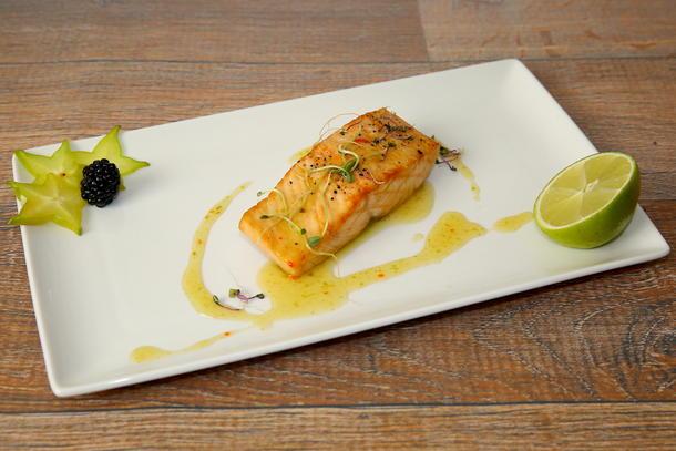 Стейк из лосося с соусом «Лайм