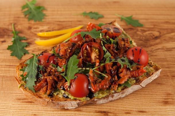 Брускетта с овощами и вялеными томатами