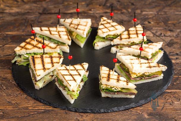 Мини сэндвич с ростбифом