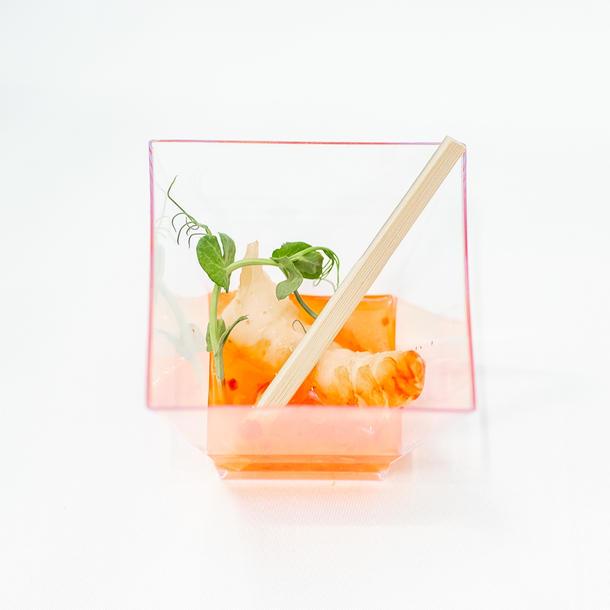 Мини шашлык с тигровыми креветками, лимонграсом и помидорами черри