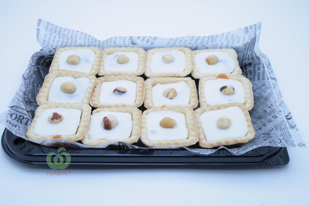 Тарталетка с абрикосом,сливочной помадкой и фундуком (12шт.)