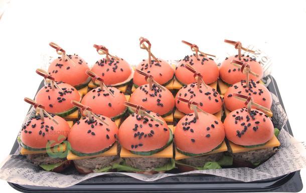 Мини бургер со свининой в розовой булочке (15шт.)