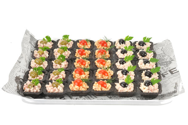 Ассорти тарталеток с муссами из ветчины,сервелата и чоризо (30 шт)