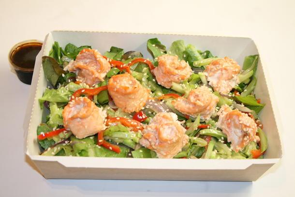 Салат Азиатский с лососем в кунжуте