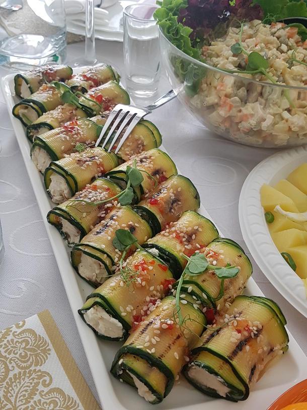 Каннеллоне из цукини с крем-сыром и вялеными томатами