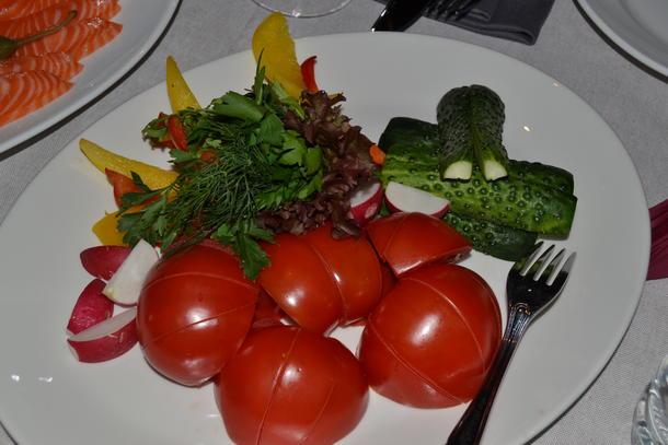 Букет свежих овощей и трав