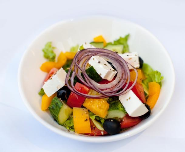 """Фуршетный салат """"Греческий"""" с сыром Фета и бальзамическим уксусом"""