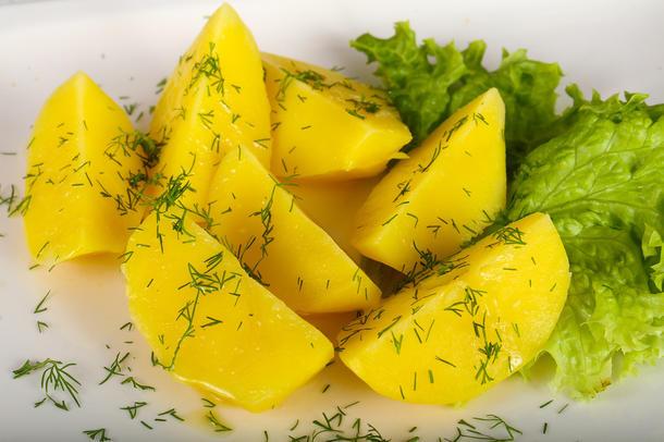 Картофель отварной со сливочным маслом и зеленью