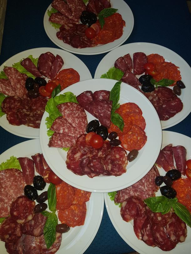 Ассорти колбас с оливками гигант
