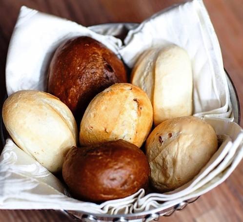 Хлебная корзина с булочками ( в ассорт. 4 шт.)