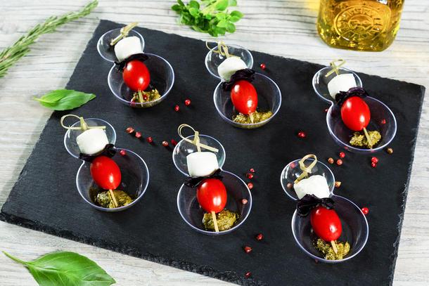 Капрезе с моцареллой и томатами черри (6 штук)