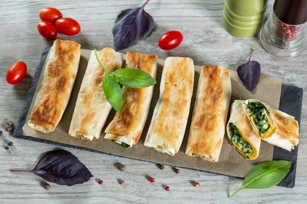 Конвертики с сыром и зеленью (6 штук)