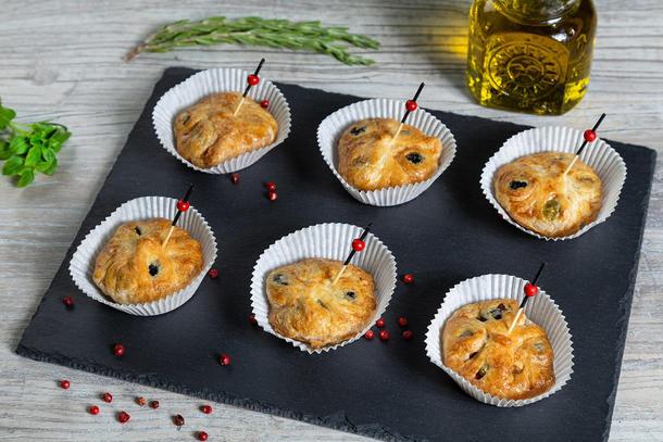 Маслины и оливки в слоёном тесте 1 шт.