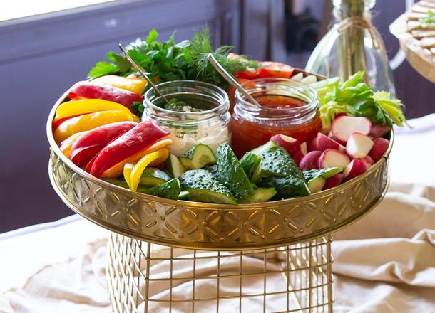 Овощные крудите с соусами