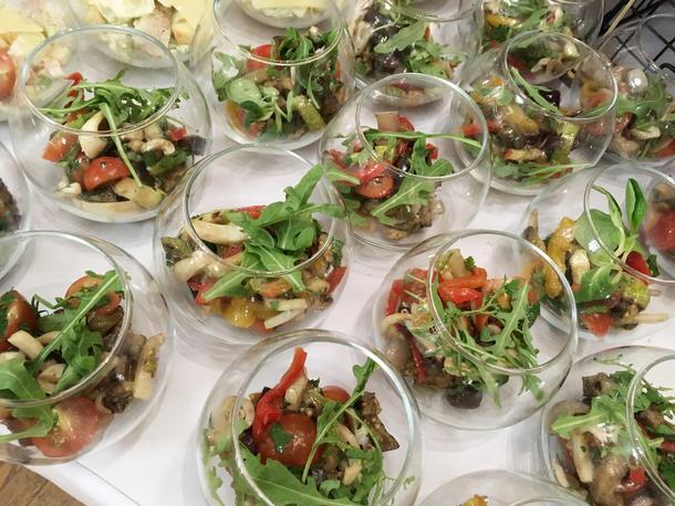 Салат  с печеными  овощами  и кальмарами гриль