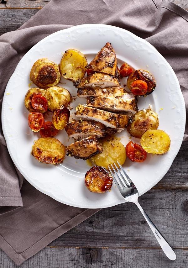 Куриная грудка с обжаренным бэби-картофелем