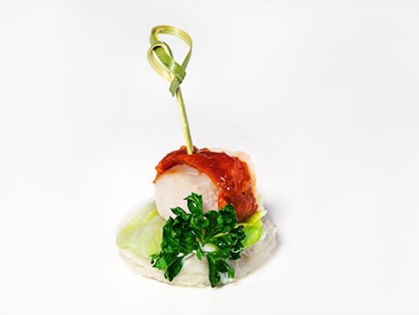 Копченая куриная грудка с вялеными томатами и миндальным слайсом