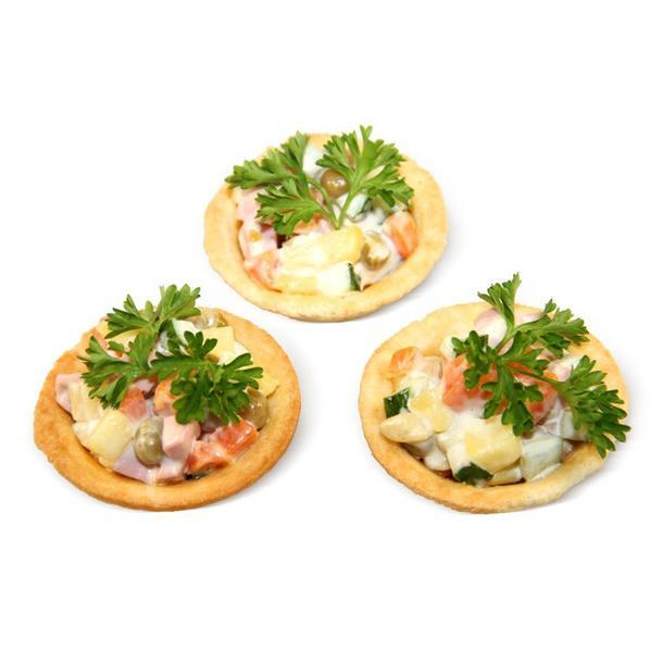 Салаты в песочных тартах в ассортименте (оливье, винегрет, крабовый. сырный, мясной)