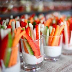 Овощи крудите с пикантным соусом в стаканчике 1шт