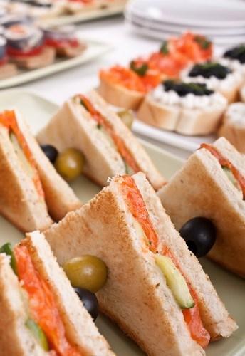 Мини сэндвичи с лососем