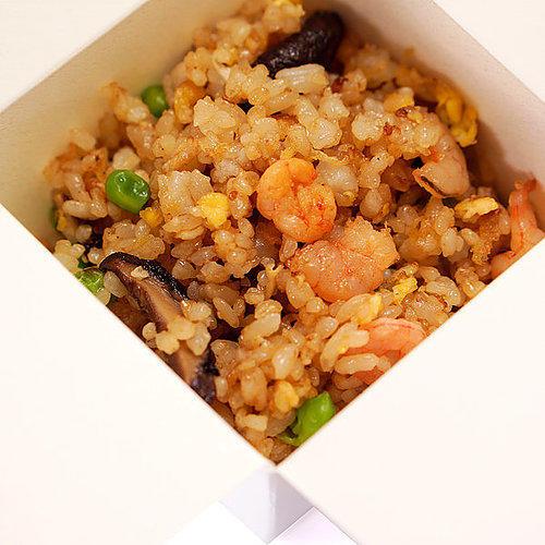 Жареный рис с креветками и яйцом6шт