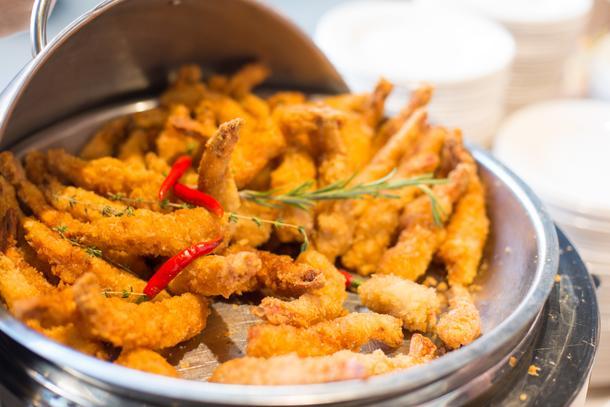 Креветки темпура с соусом из имбиря