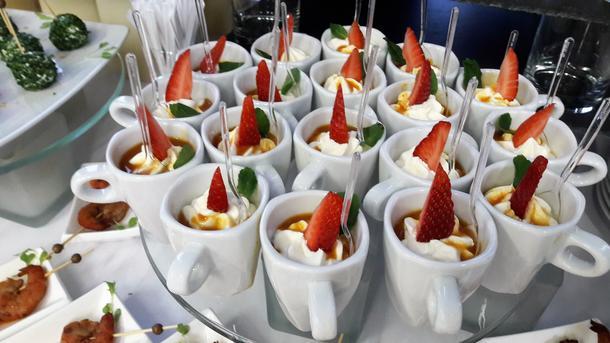 Облепиховый пломбир с ягодами и орехами