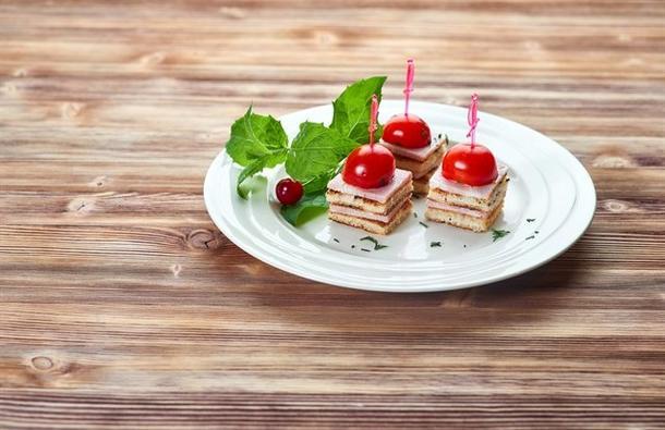 Канапе с беконом и помидорчиками Черри