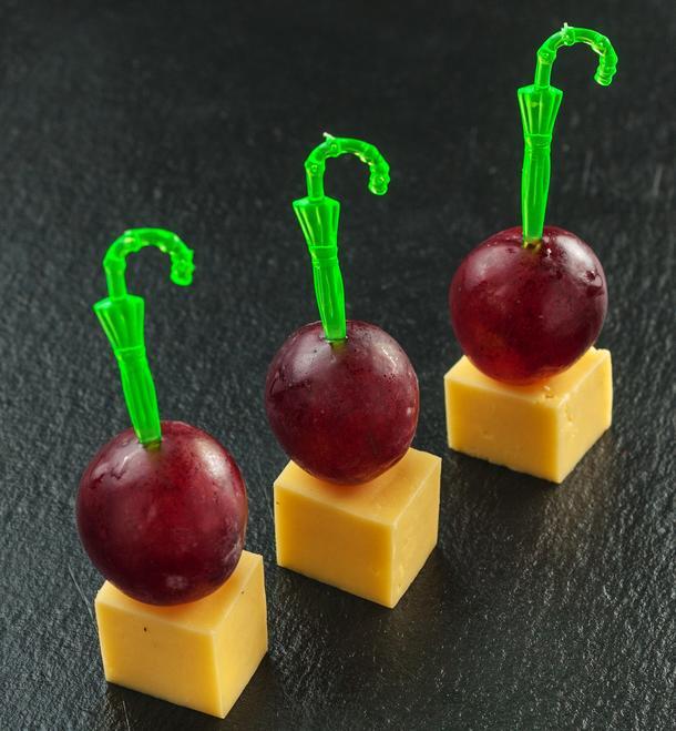 Канапе Виноград-сыр