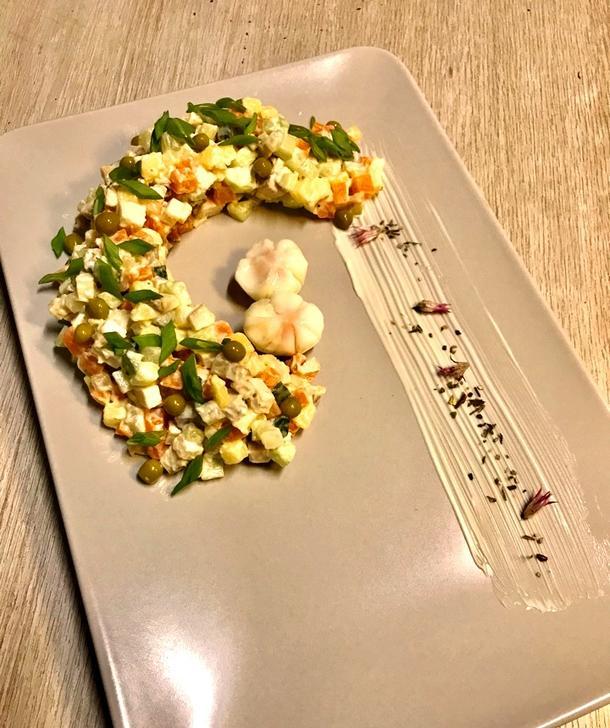 Салат Столичный с перепелиным яйцом