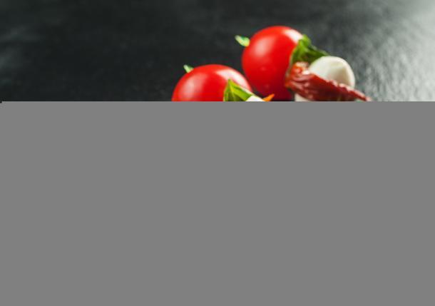 Канапе с вяленым томатом