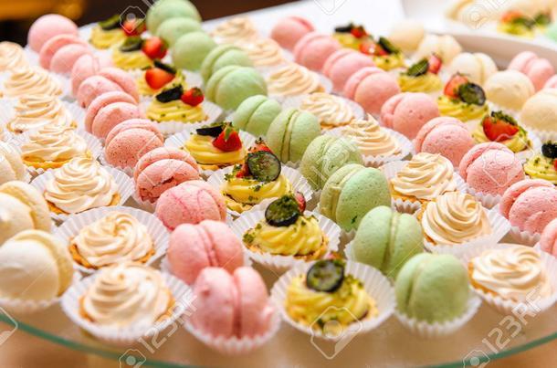 Ассорти из мини пирожных