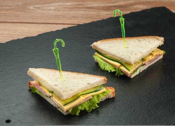 Мини-сэндвич с ветчиной и сыром