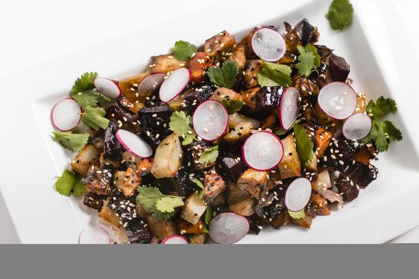 Салат из запечённый корнеплодов