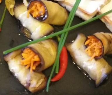 Рулетики из баклажанов с морковью по - корейски (2 шт.)