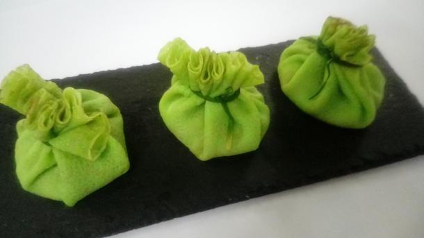 Жульен грибной в салатовом блинчике