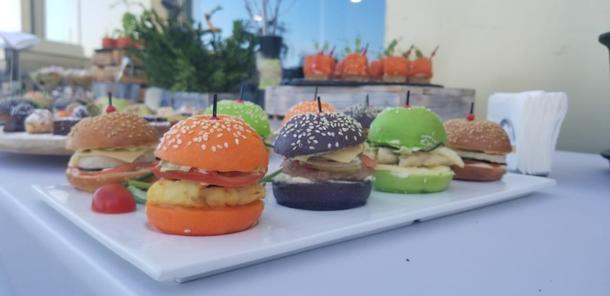 Мини бургеры цветной микс 4 шт. на порцию