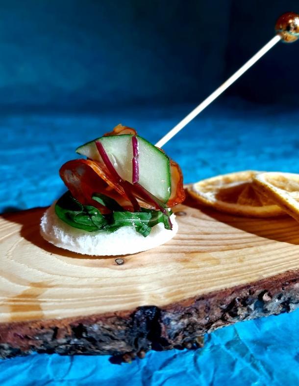 К - Канапе с салями и огурчиком