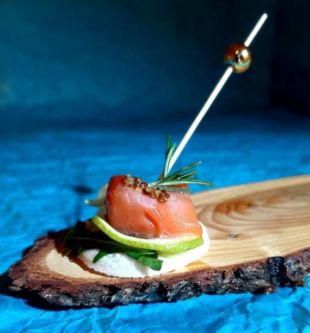 К - Канапе с лососем и сырным кремом