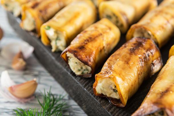 Рулетики из баклажанов с сыром и кинзой